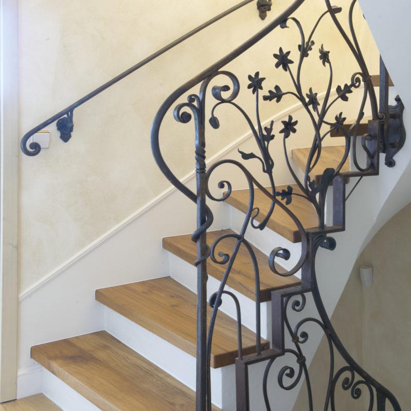 auf & ab - Treppe <br/> Stufen Altholz massiv, geölt<br/> Geländer handgeschmiedet