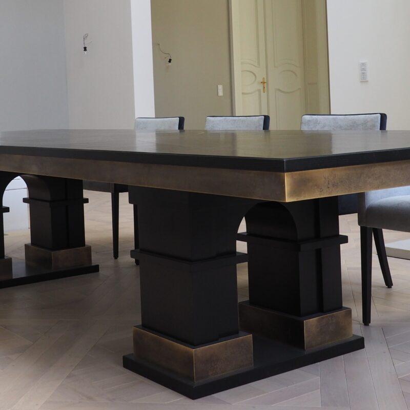 Tafelrunde - Esstisch aus massiver Esche <br/>matt-schwarz lackiert